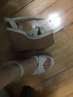 淺杏色厚底涼鞋