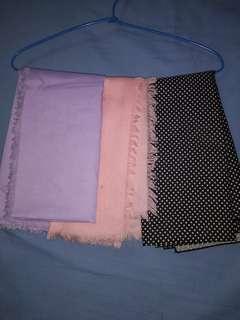 Jilbab segiempat rawis dan motif polkadot