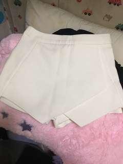 白色不規則半身裙褲