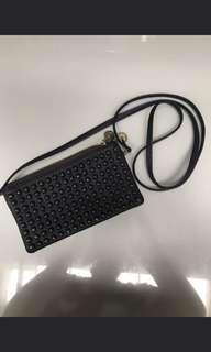 Tas kecil mote hitam