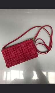 Tas kecil mote merah