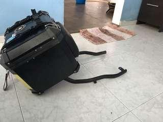 38L Aluminium box wit rack, rack was taken out from fz6n with extra base plate