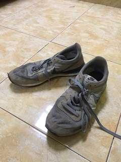 Nike internationalist size 42