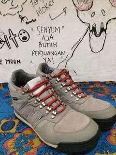 New Balance Hiking Shoes (Gortex)