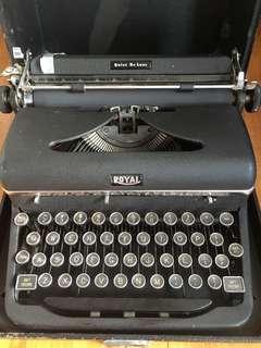 Royal black typewriter