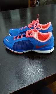 Nike running shoes跑鞋