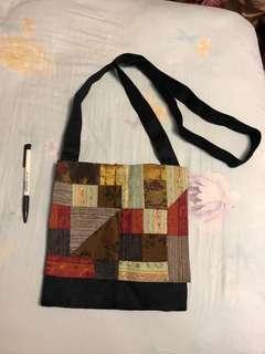 🚚 拼布側背包