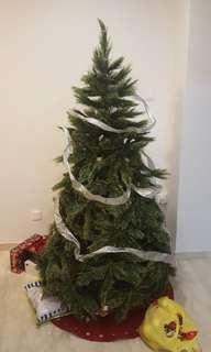 Christmas Tree (comes with ornaments)