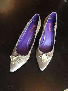 Belle sttileto shoes with fancy stone