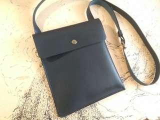 Leathet Simple Sling Bag *Handmake Bag