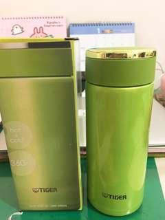 🚚 (全新)虎牌Tiger綠色保溫瓶(價可議)