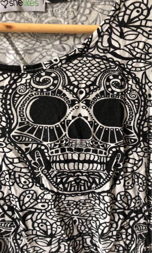 Crop shirt in skull print black and white