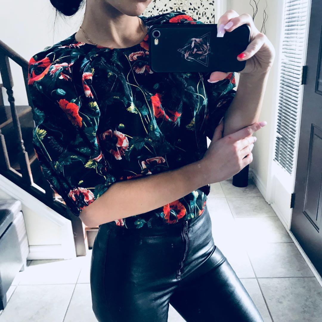 Flowery cotton shirt size xs