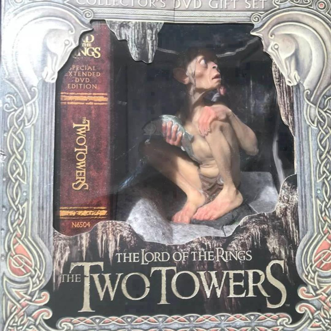 The Lord of the Rings-The Two Towers Collectors DVD Gift Set and Figure