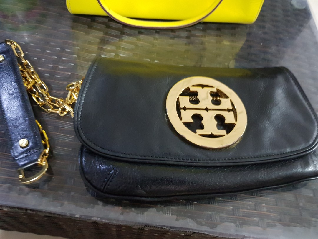 4f5ca57caeb Toryburch logo clutch chain bag