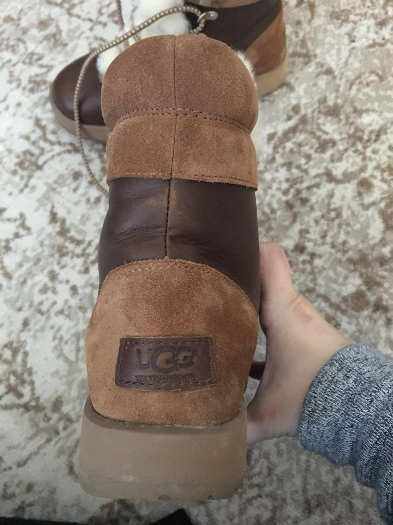 UGG Viki winter boots - NEARLY new
