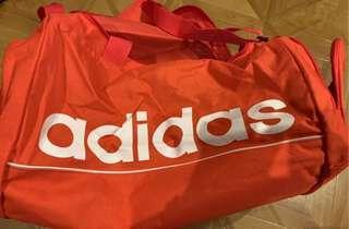 adidas行李袋粉橘色