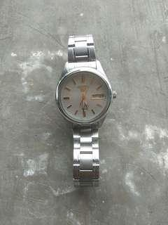 Jam tangan Seiko 5 automatic 7s26