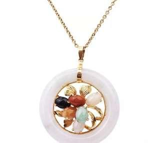Beautiful Large Multicoloured Jade 14K Yellow Gold Floral Circle Pendant 12.2 Grams in Very Good Condition