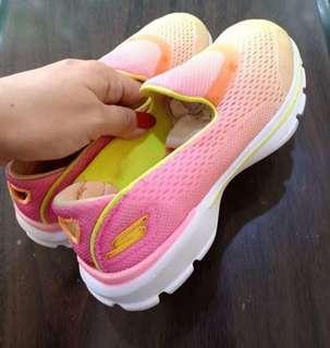 Sepatu anak skecher go walk