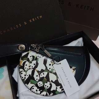🚚 急售:💰可小議 CHARLES&KEITH熊貓特別款半圓形錢包 CHARLES&KEITH錢包 小CK