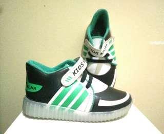 Sepatu sport anak ukuran 28