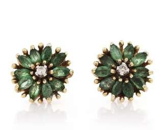Pretty Diamond Emerald 14K Yellow Gold Cluster Floral Stud Earrings