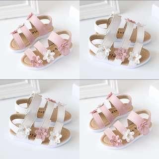 🚚 BN Toddler Girl Korean Style Flower Spring Sandals 16cm length! 2-4 years!