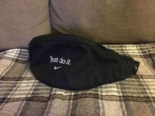 Nike 腰包 (斜咩袋) 包郵
