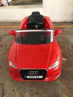 兒童電動車Audi