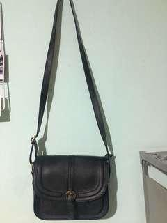 Sling Bag hitam Massilca by Matahari