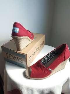 TOMS red canvas espadrille peeptoe wedges