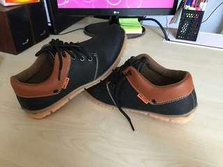 Sepatu Tali Casual Santai