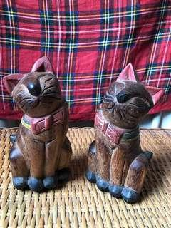 Collectible! Posing cats