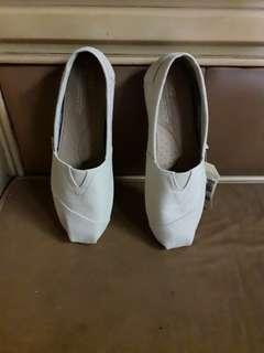 🚚 米白色TOMS女版帆布休閒鞋