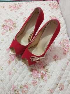 Sepatu tinggi