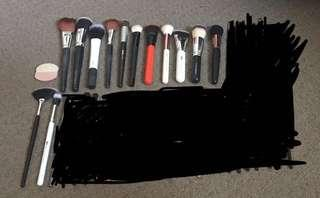 FACE MAKEUP BRUSHES AND CASES