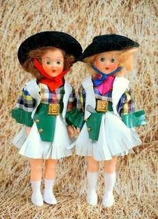 古董牛仔姊妹花硬膠娃一對