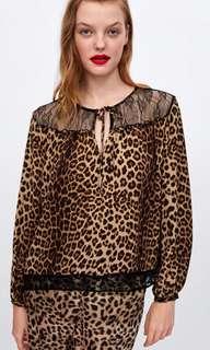 🚚 Zara 豹紋拼接蕾絲上衣 動物斑紋拼接上衣 豹紋上衣 燈籠袖上衣(S)~原價1190元