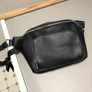 STRADIVARIUS BLACK BUM BAG / WAIST BAG