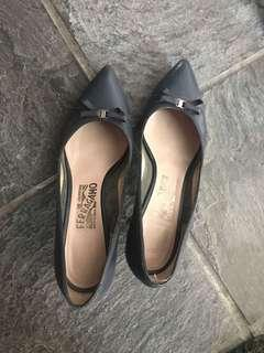 Ferragamo grey blue short heels with pointed toe Gancini Ribbon buckle