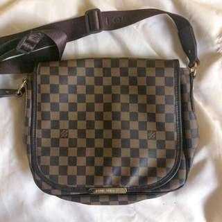 Louis Vuitton Cross Body Bag (Class A)