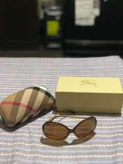 Burberry Sunglasses not Rayban Tom Ford Gucci