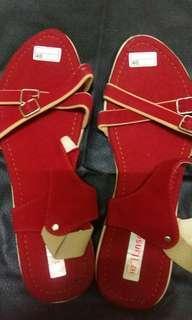 Sepatu sandal merah