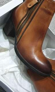 Sempre Di sage leather brown ankle boots