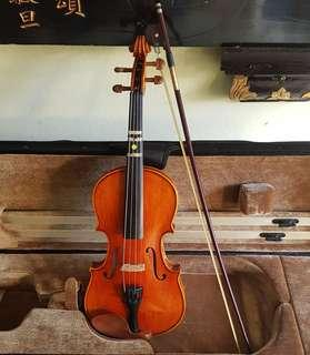 Rare ANTONIN Dvorak Violin made in Luby u Chebu, Czech. Hand-crafted & signed by Master ANTONIN Dvorak. Model 2, size 3/4, no. 205. Bought from Gramecy Music for $750 in 2005. Good condition.  $280 offer! WhatsApp 96337309.