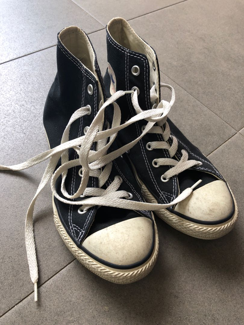 d8428f08bc84f4 Converse Shoes (size 3)