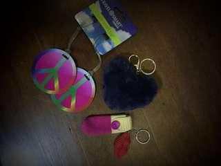 Peace... Love...Kiss... (Smart Tag and Keychains)