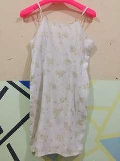Dress putih pattern