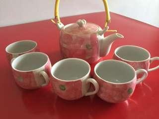 Teapot with teacup set